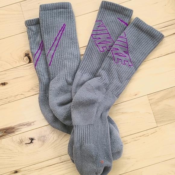 Nike great and magenta socks (2 pairs)